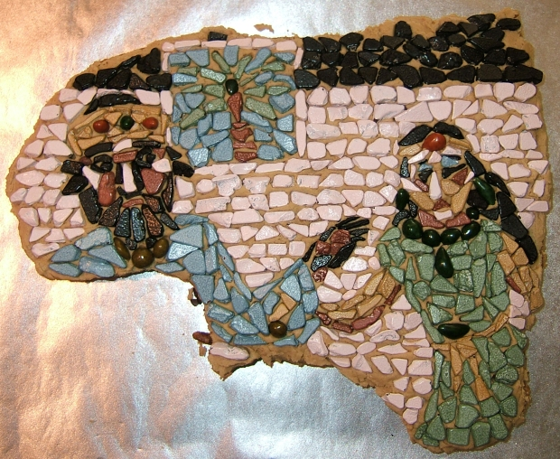 mosaic decorated cake of Esther and Ahasuerus